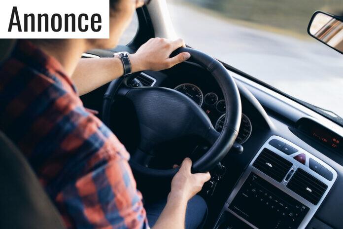 mand_kører_bil